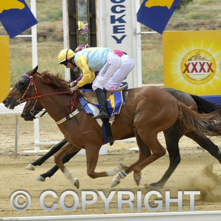 160312_SR29836 - Race 1 at the Longreach Races, Saturday March 12, 2016.  sr/Photo by Sam Rutherford